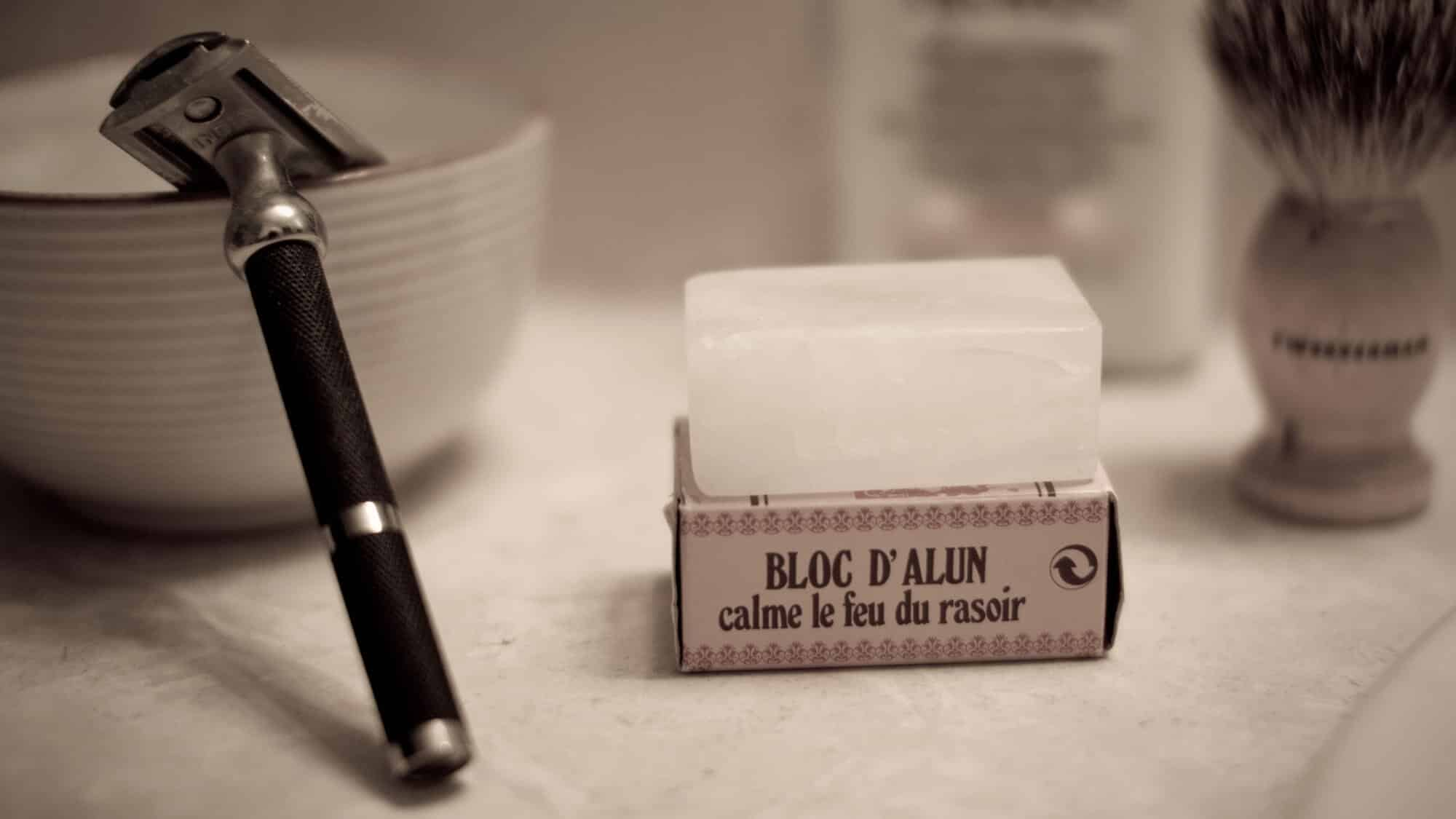 double edge safety razor with alum block