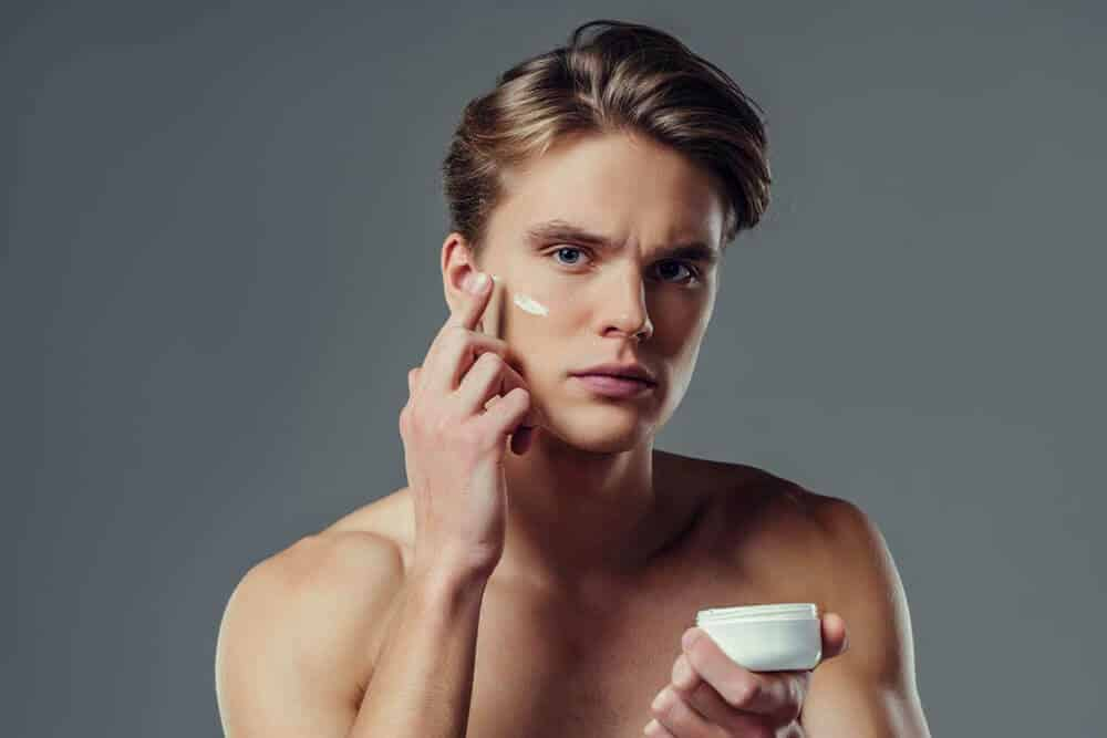 ceecd0bbf37b 10 Best Face Creams (Moisturizers) For Men Reviewed [2019]
