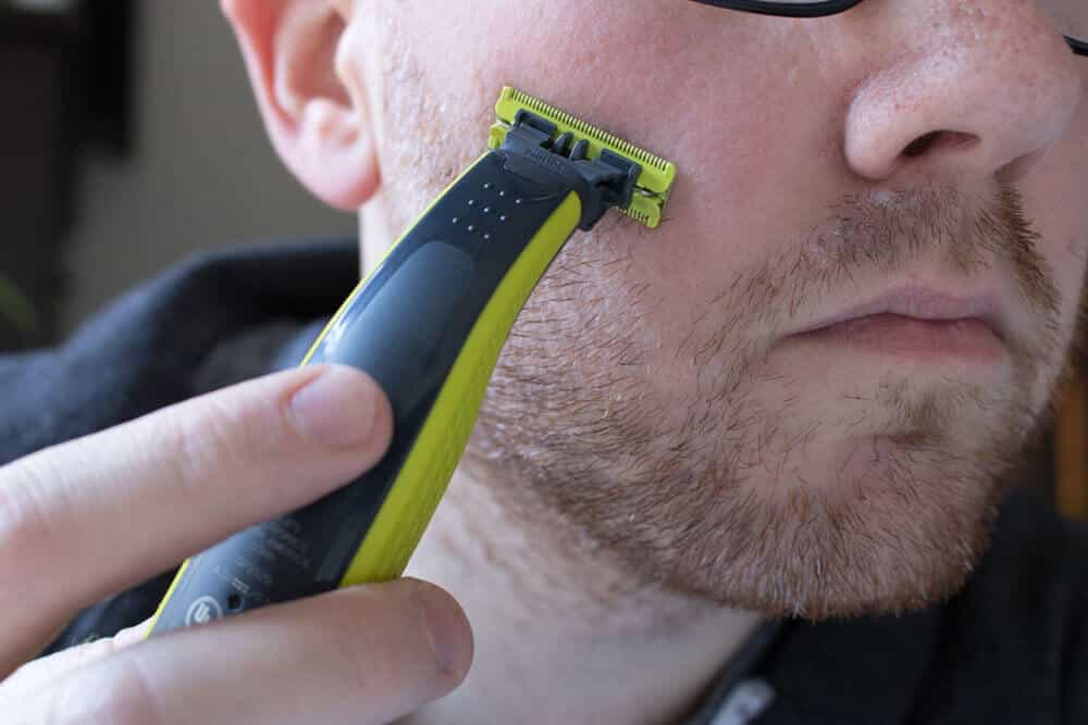 oneblade review - cutting through facial hair